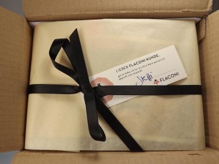 Flaconi Bestellung liebevoll verpackt