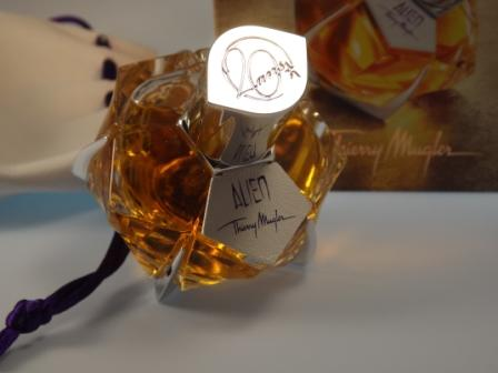 Der Flakon Alien The Fragrances of Leather