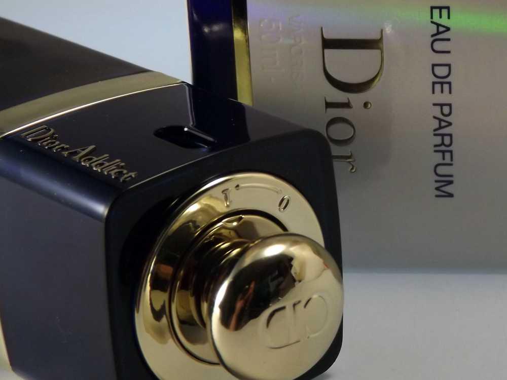 Goldener Sprühknopf zum Aufdrehen von Dior Addict Eau de Parfum